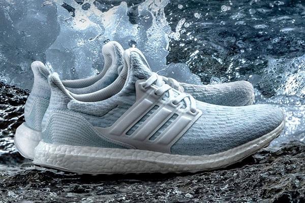 UltraBoost là điển hình của một đôi giày từ nhựa tái chế