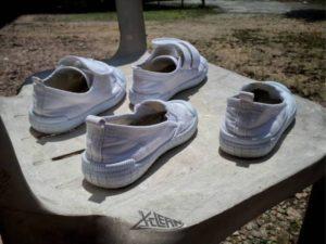 Không phơi giày trực tiếp dưới ánh nắng mặt trời