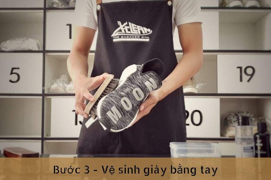 buoc-3-ve-sinh-bang-tay-tai-xclean