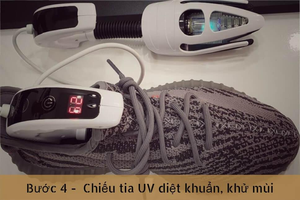 buoc-4-chieu-tia-UV-khi-ve-sinh-giay