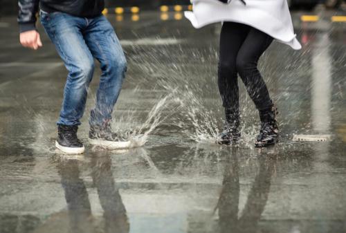 bảo quản giày trong mùa mưa