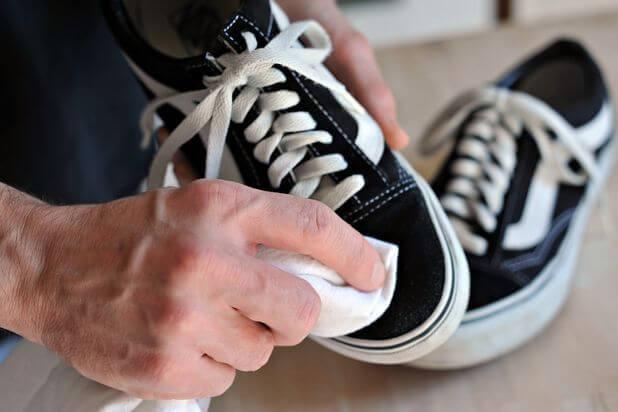 vệ sinh giày vans