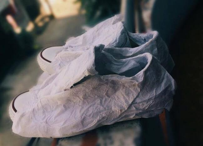 Làm sao để giặt giày trắng không bị ố vàng sau khi giặt