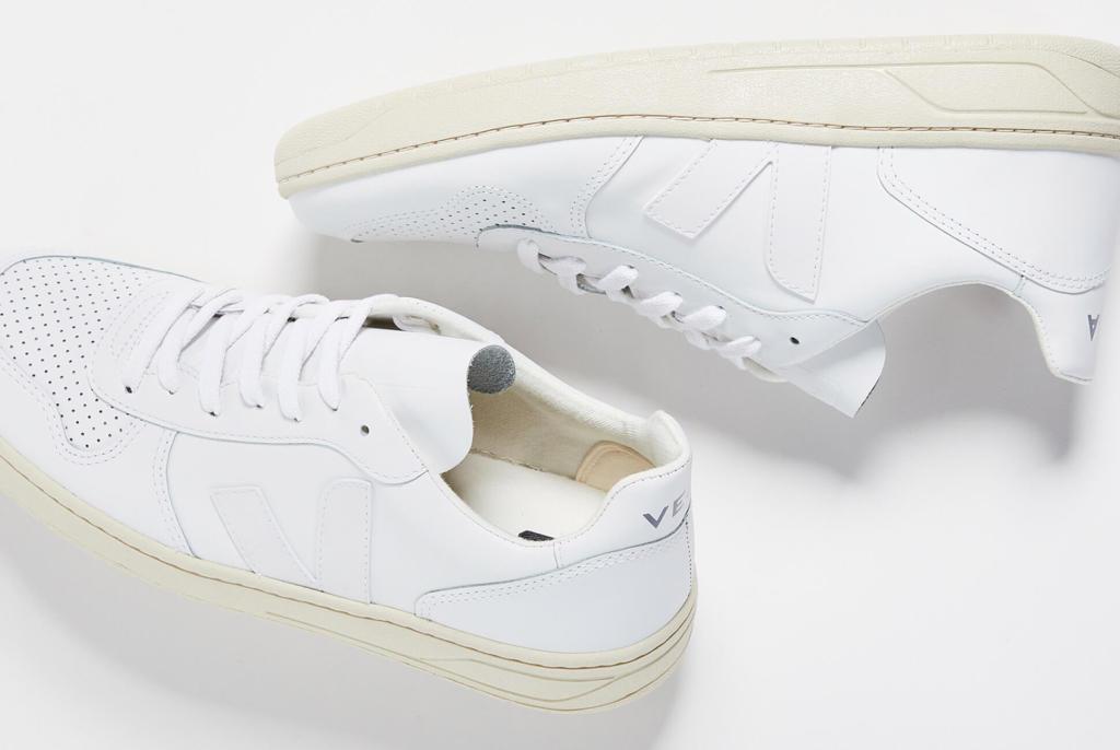 5 mẫu giày sneaker trắng cho mùa hè