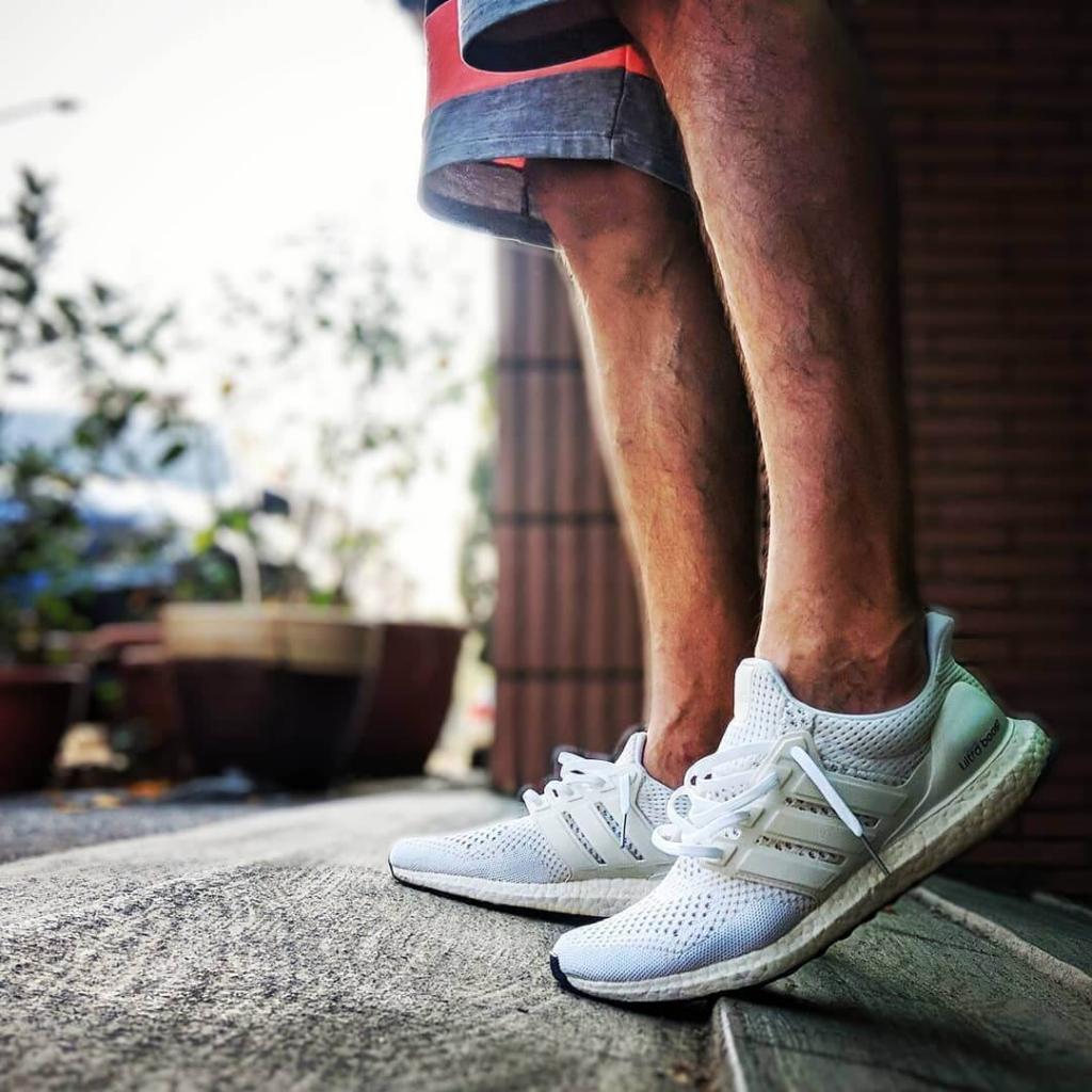 làm sạch giày Adidas Ultra Boost Triple White
