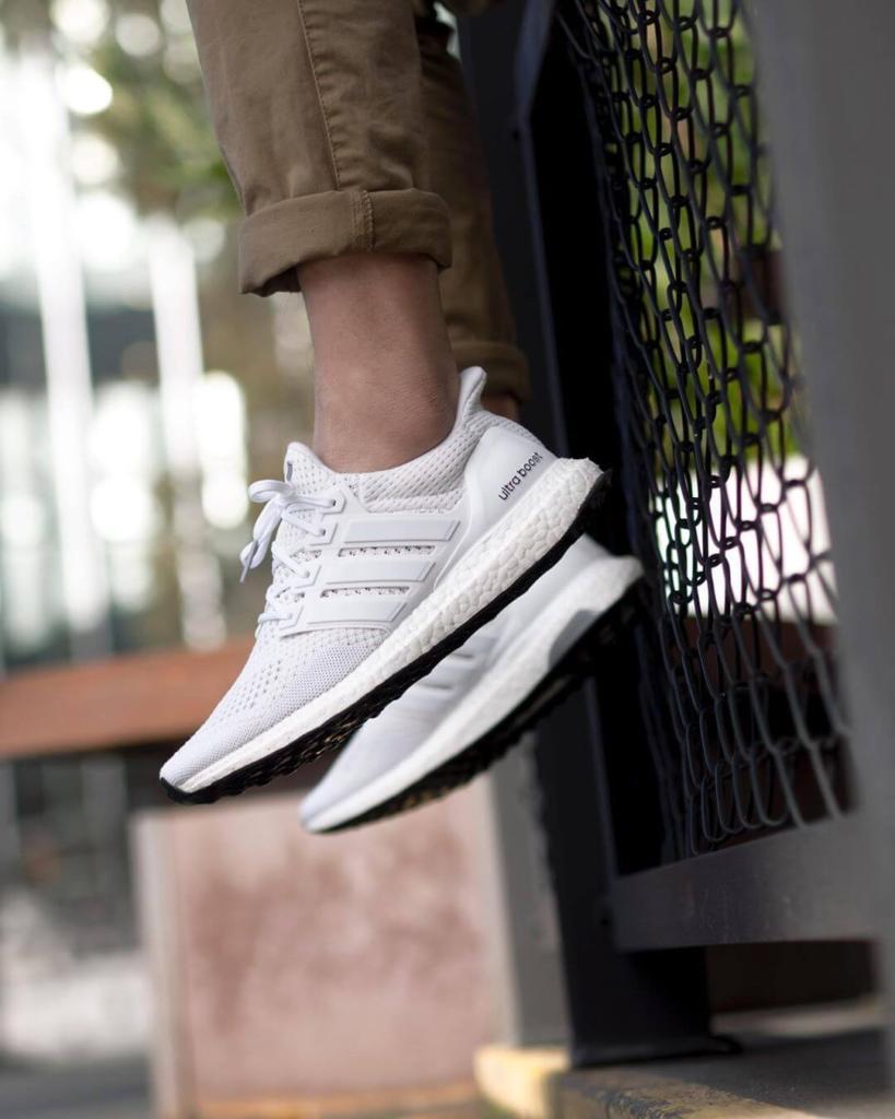làm sạch giày Adidas Ultra Boost Triple White 3