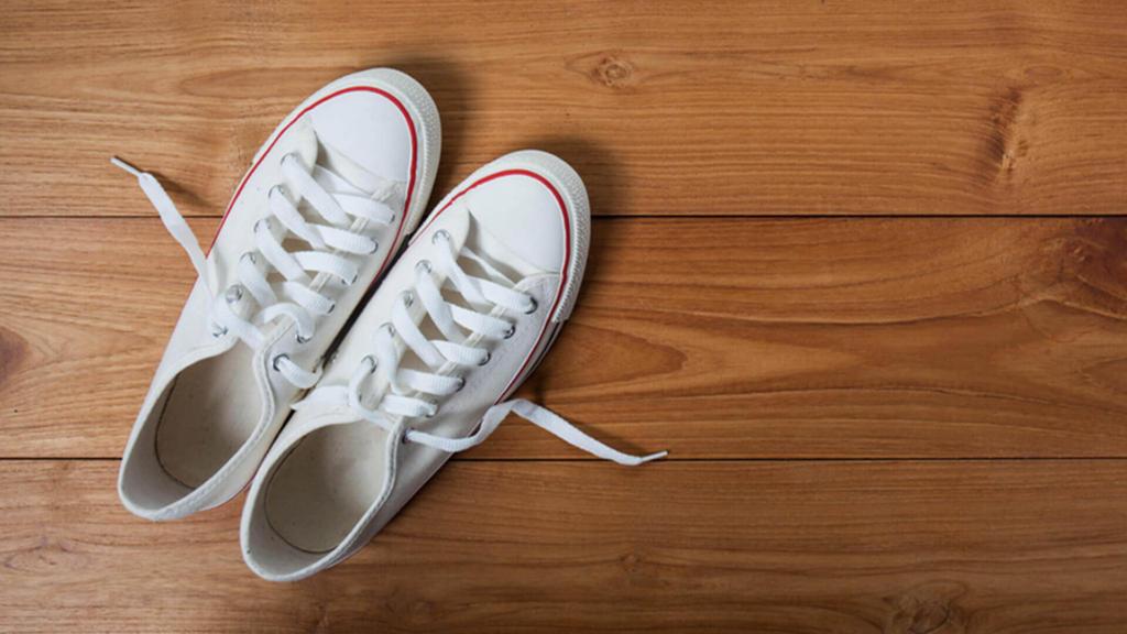 làm sạch vết ố vàng trên giày trắng, vệ sinh giày converse trắng