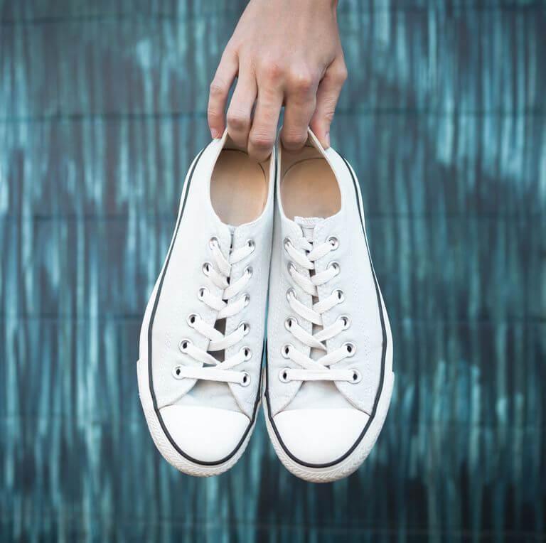 giặt giày trắng
