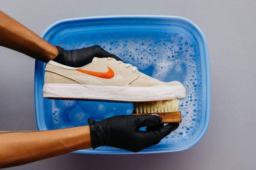 làm sạch giày nike