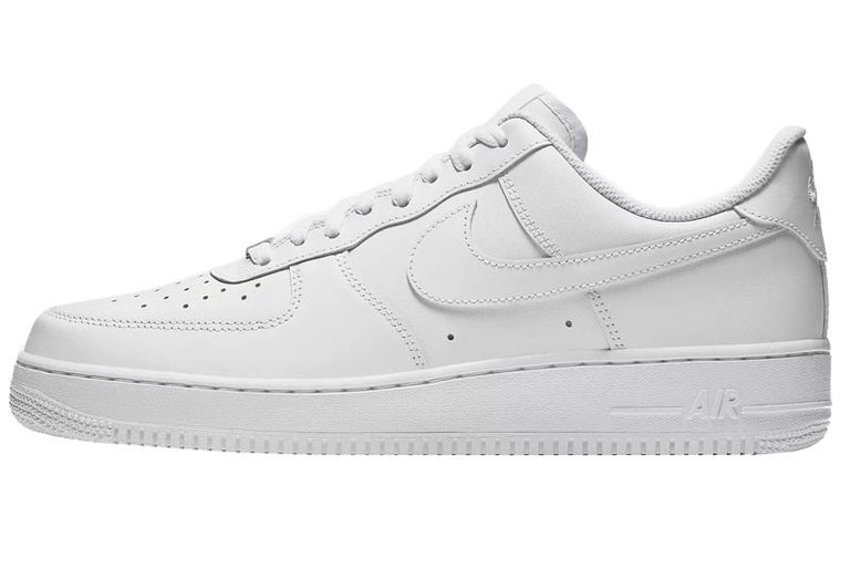 mẫu giày trắng mà ai cũng nên có