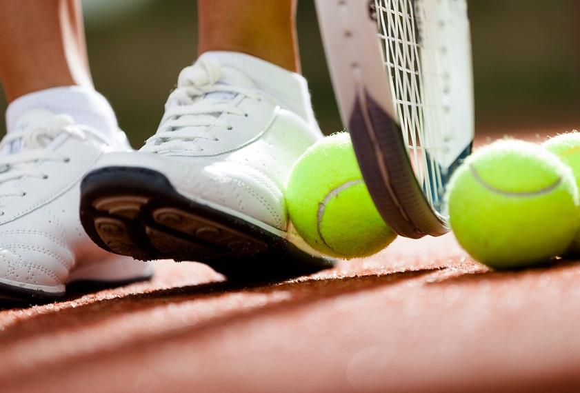 4 Bước Đơn Giản Vệ Sinh Giày Tennis