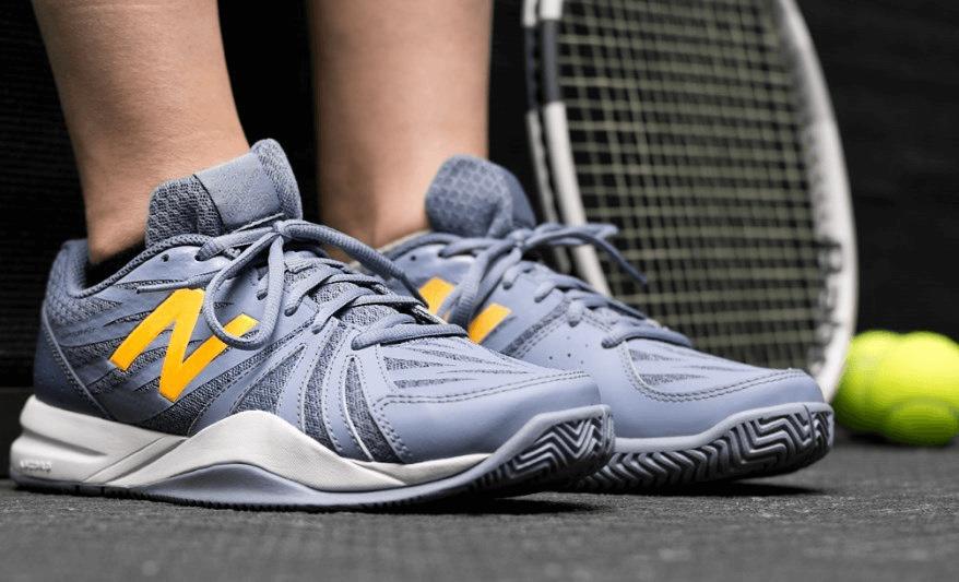 làm sạch vết dơ trên giày tennis