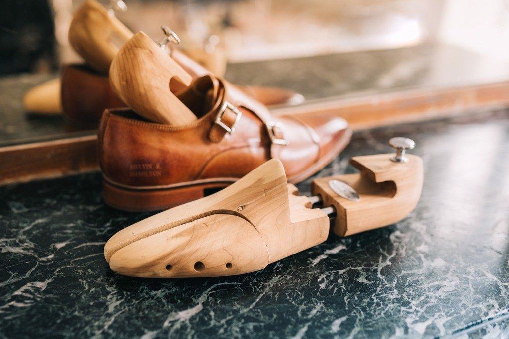 X-Clean - sử dụng cây treeshoes để xử lý khi bị gãy mũi giày